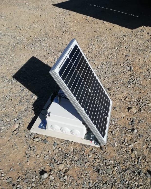 panel solar en el desierto